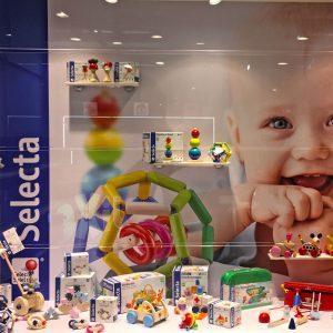 Selecta Spielzeug display window
